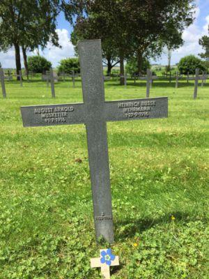 Grab des Düsseldorfer Soldaten August Arnold in Neuville - St. Vaast
