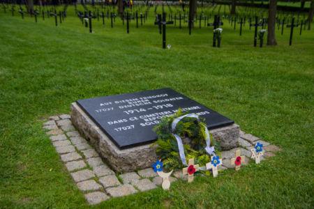 Gedenktafel am Friedhofseingang Fricourt