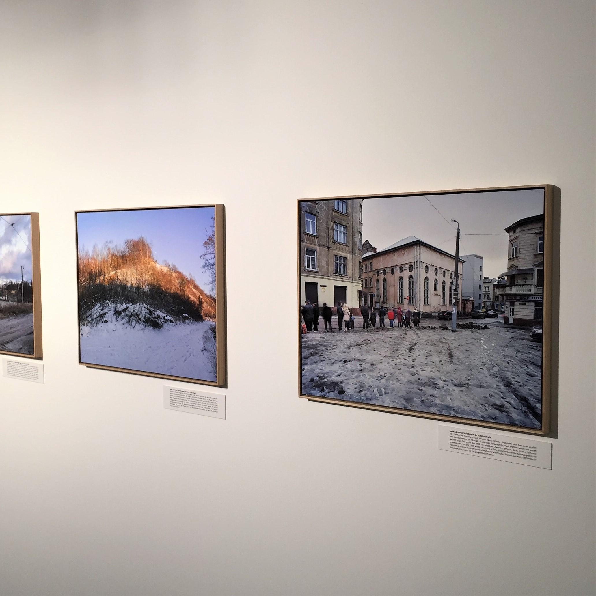 Blick in die Ausstellung Unendliches Gedenken